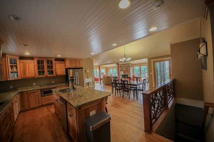 The Blowing Rock House - sleeps 1 to 14+ - Boone - House