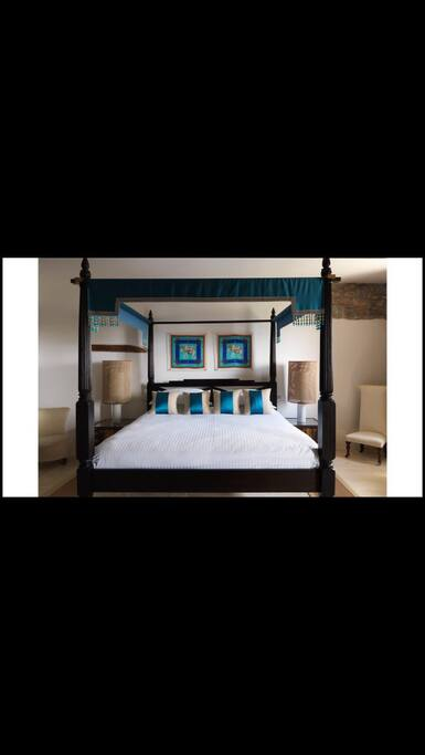 Elegant & spacious Kingsize, four poster bed with lovely linens.