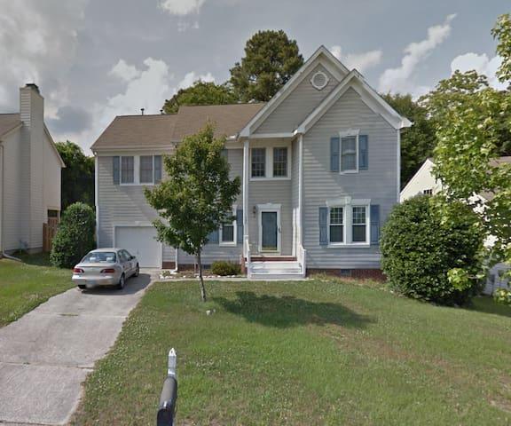 E. Raleigh home between beltlines