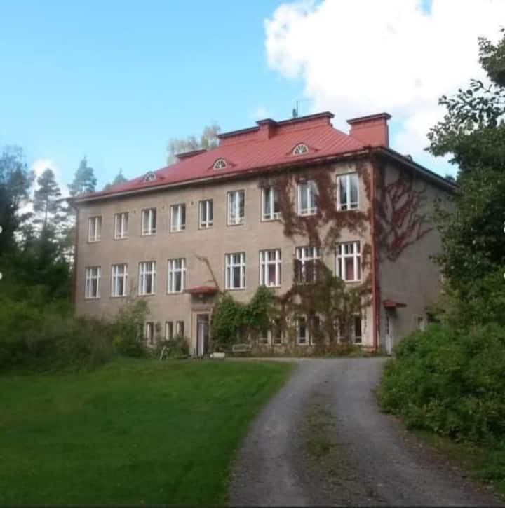 Linna Eeden, huone vanhassa  kivilinnassa