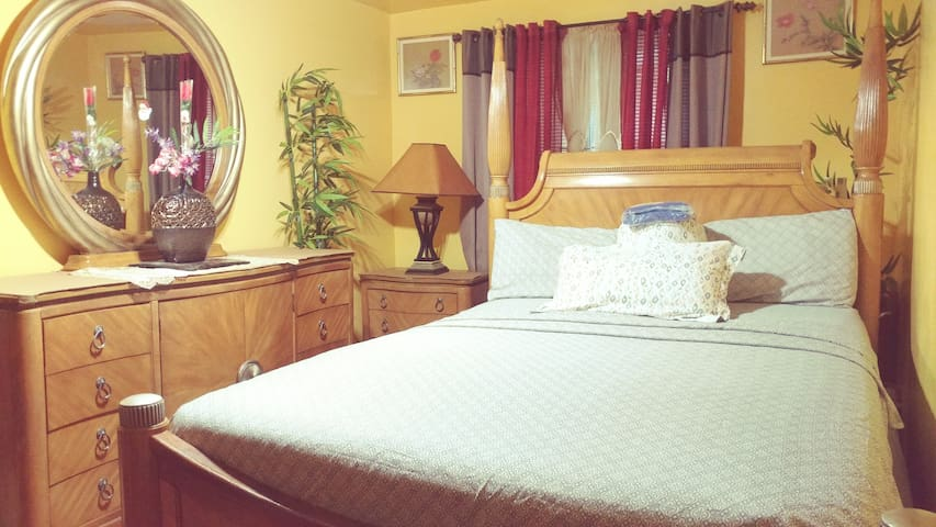 Best accommodation N price /NYC professional room.