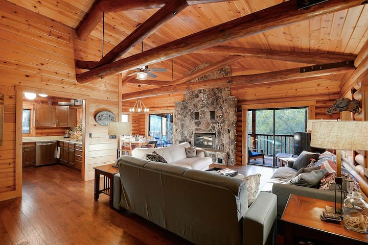 The Monte Rio Log Cabin - River Retreat!