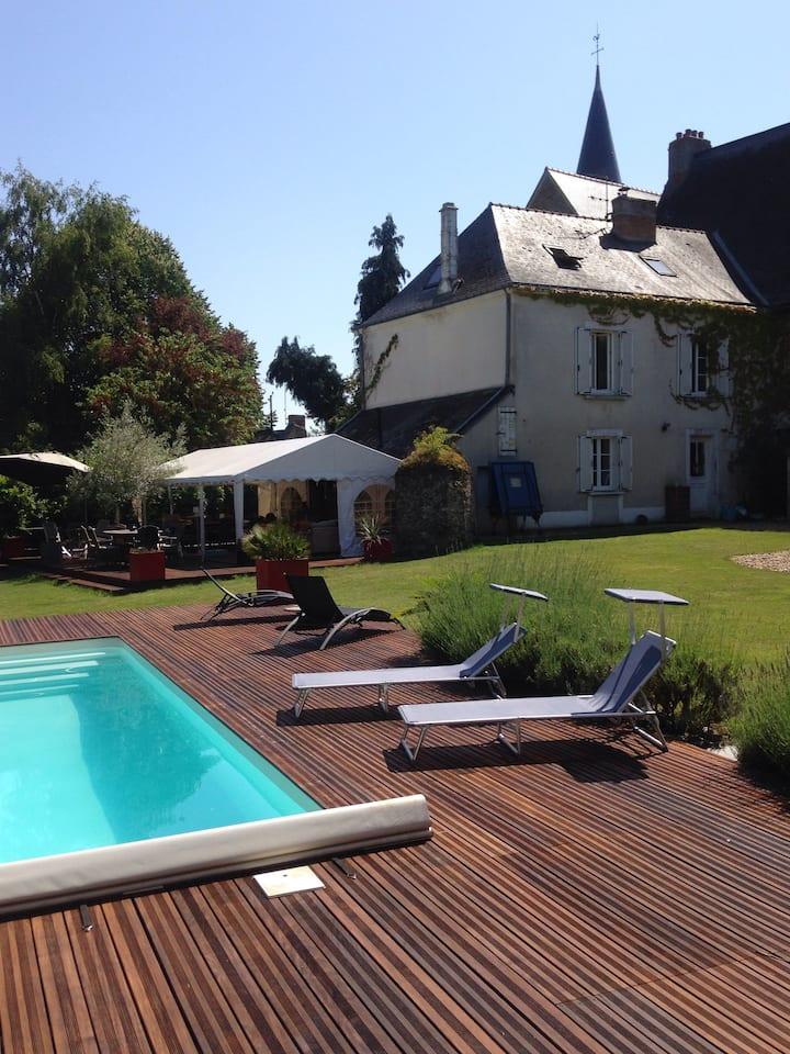 Agréable maison au calme avec piscine chauffée