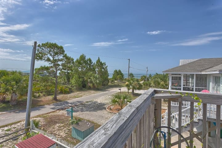 Gulf View Single Family Home in Indian Pass, Short Walk to Beach ~ DeLight House