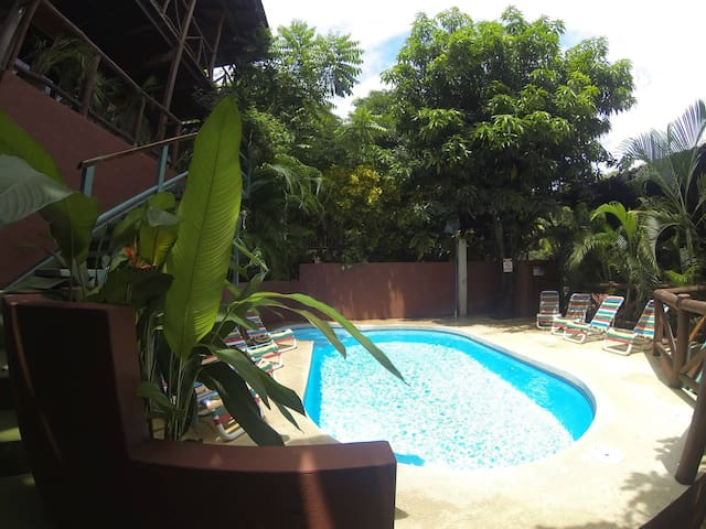Deluxe Room 4,Raratonga, 2 mins walk to the beach