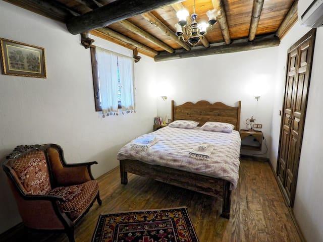 Pembezar Odasi - Yeni Gelin Evi Birgi
