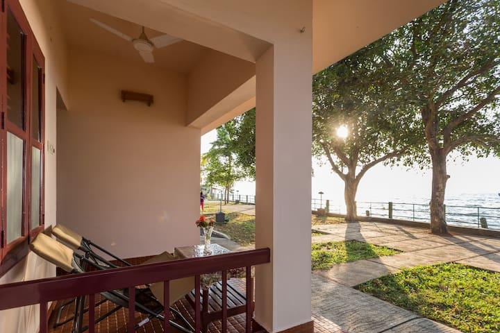 Lake Facing Cottage,Kumarakom,Kerala For 2 Persons