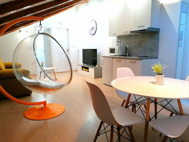 Dining table, Kitchen, Living room, SAT TV
