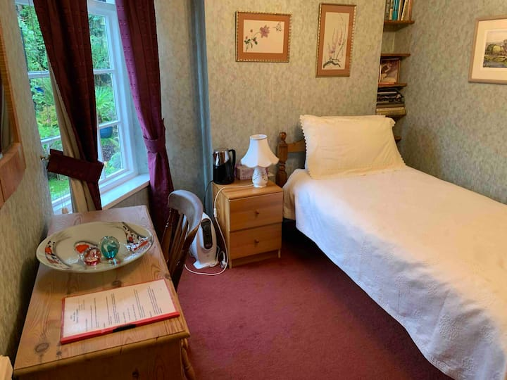 Single room in period house with breakfast