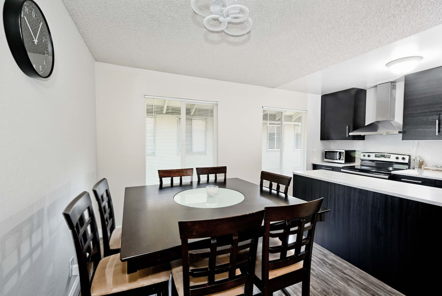 Dining area and kitchen. Dining table is large and can be used to get some work done. Kitchen is fully equipped.