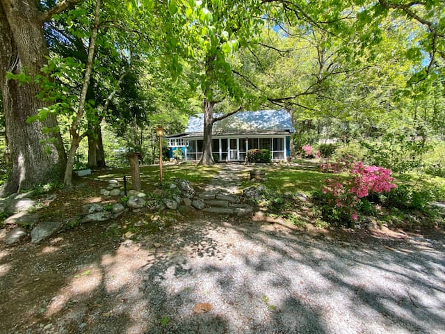 Sunshine Cottage (close to downtown Clayton, GA)