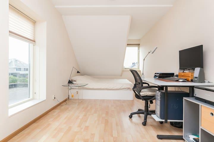 Ruime kamer van mooiste wijk van Alkmaar - Alkmaar - Dům