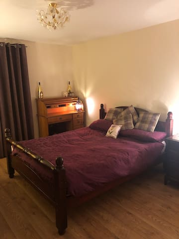 Spacious bedroom in Abdn.Suitable for professional