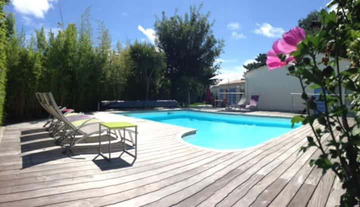 Belle villa  avec piscine et jardin 10/12 pers