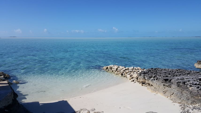 Shipwrecked cottage on the famous Bonefish flats