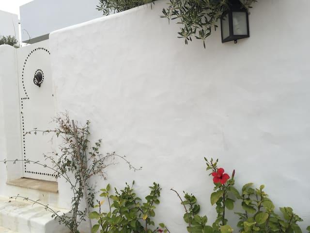 Hammamet Très belle Maison S+3 à 800m de la Mer - Mrezga - Huis