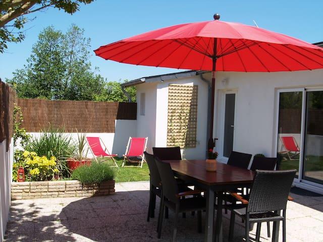 Batz/mer: petite maison avec jardin, plage à pied
