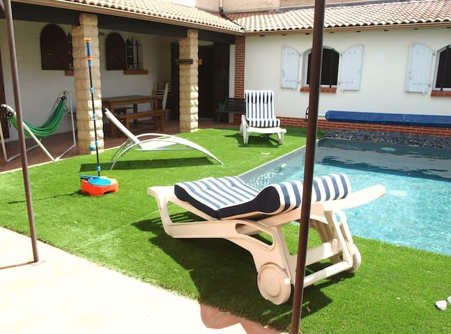 Villa au calme avec piscine, proche des plages...