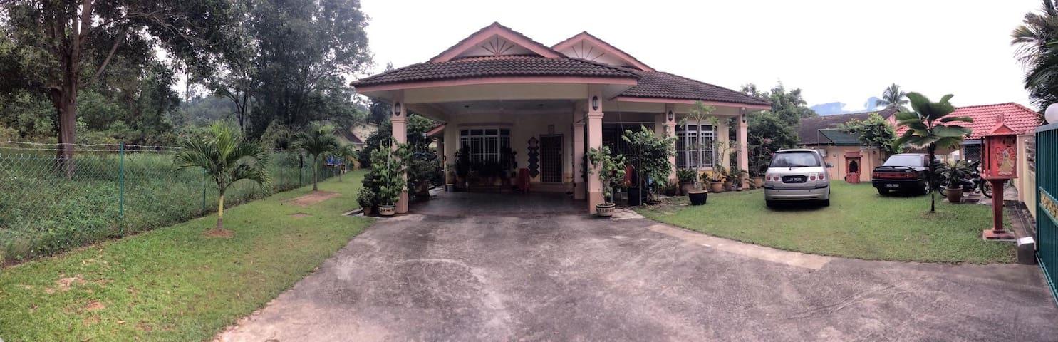 KKB Bungalow Homestay - Kuala Kubu Baru - Bungalow