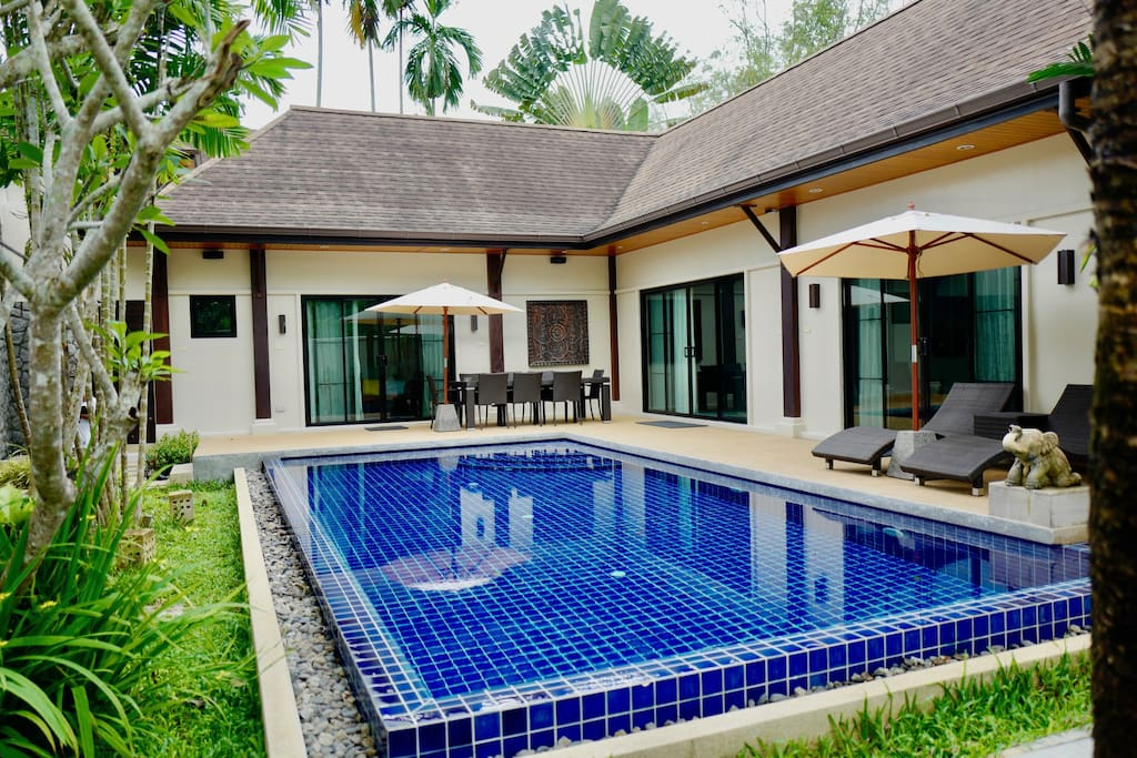 4 Bed Villa - Living and Bed 2