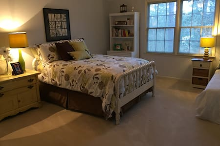Masters Bedroom on Jones Creek Golf Course - Evans - Casa