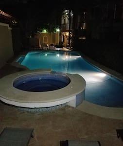 Luxury 2.5 BR Langosta Beach Condo, Pool&SPECIAL - Playa Langosta