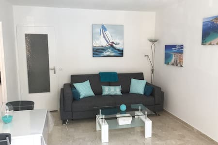 Joli studio à côté du port de Nice