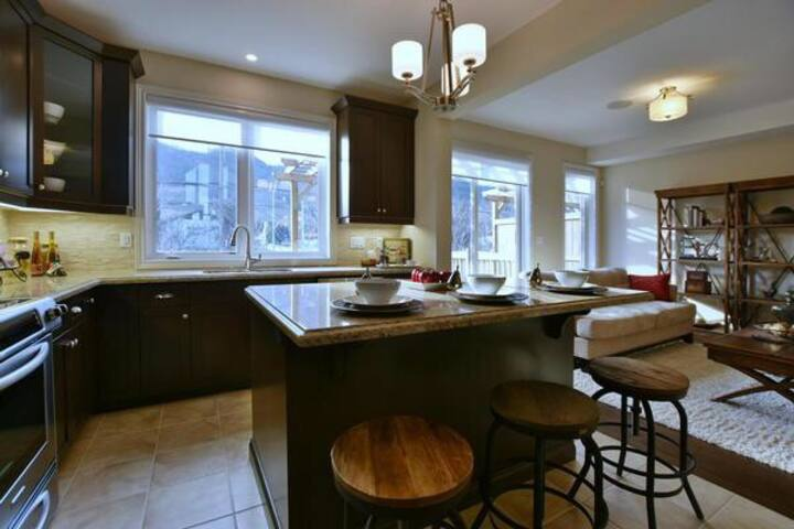 Gorgeous 4 bedrooms executive town home