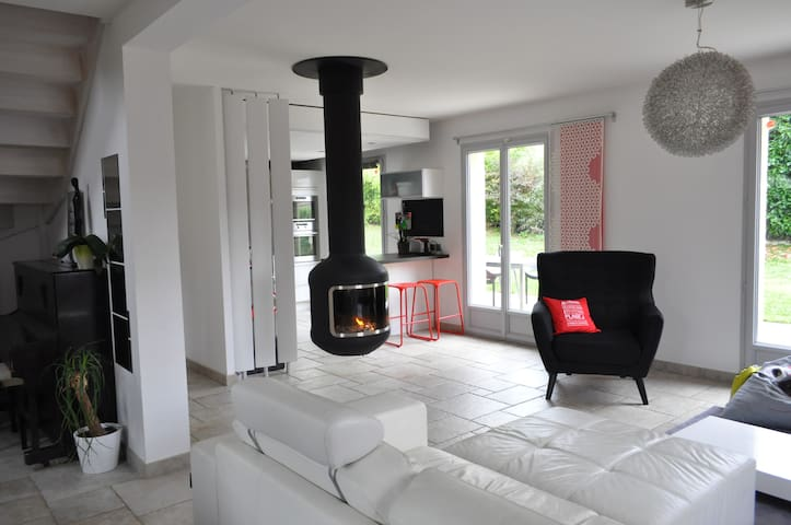 GLUTEN FREE HOUSE - AIGUEBELETTE LAKE - 15' BEACH - Saint-Alban-de-Montbel