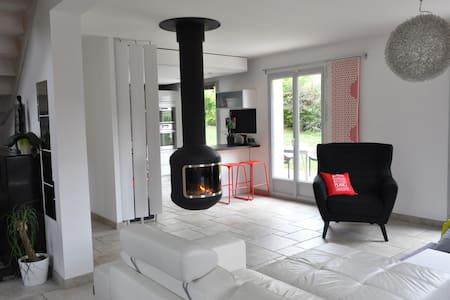 Maison SANS GLUTEN LAC AIGUEBELETTE 15' plage pied - Saint-Alban-de-Montbel - Hus
