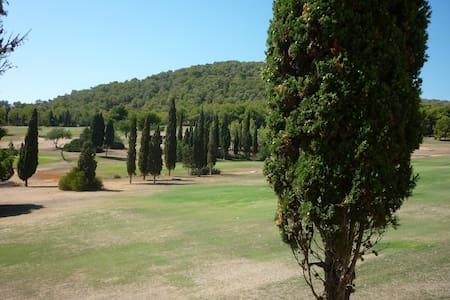mi precioso duplex cerca del campo de golf - Roca Llisa