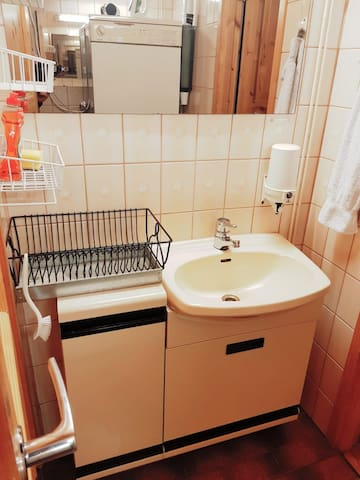 Guest-Room OWN Entrance Airport & City Easy Access