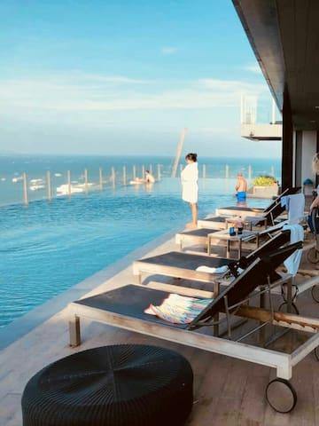 一卧楼顶泳池4 rooftop pool flat the Base Central Pattaya