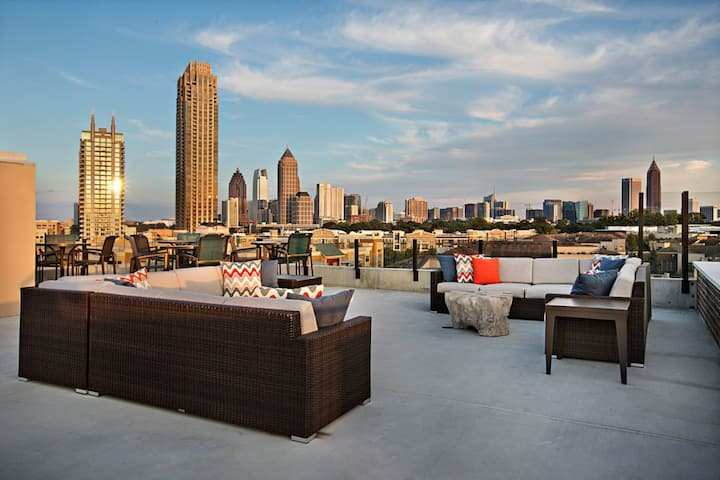 Amazing Rooftop SkyDeck | Perfect Midtown Location