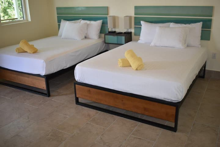 NEWLY Renovated - Inn at Tamarind Court, Cruz Bay (2 Queen Beds)