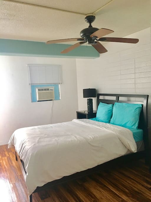 Bed room with queen size bed and air conditioning