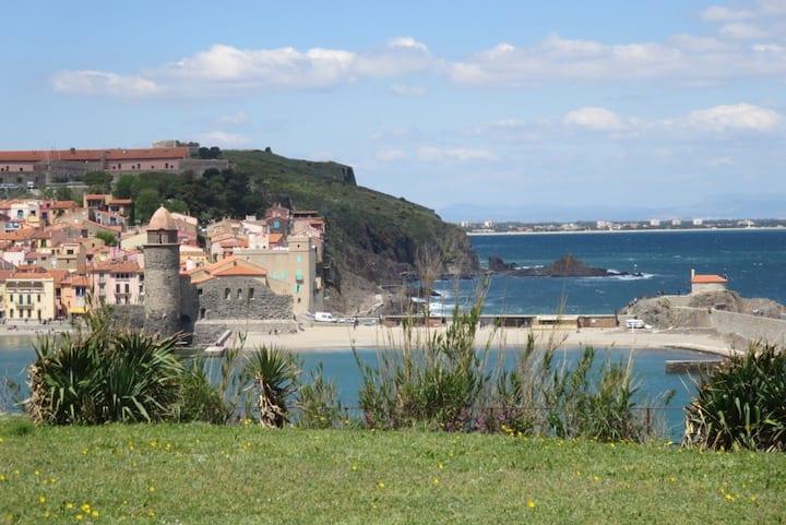 Collioure, studio, terrasse, face à la baie (g).