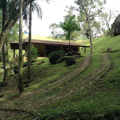 Linda casa na mantiqueira - São José dos Campos - House