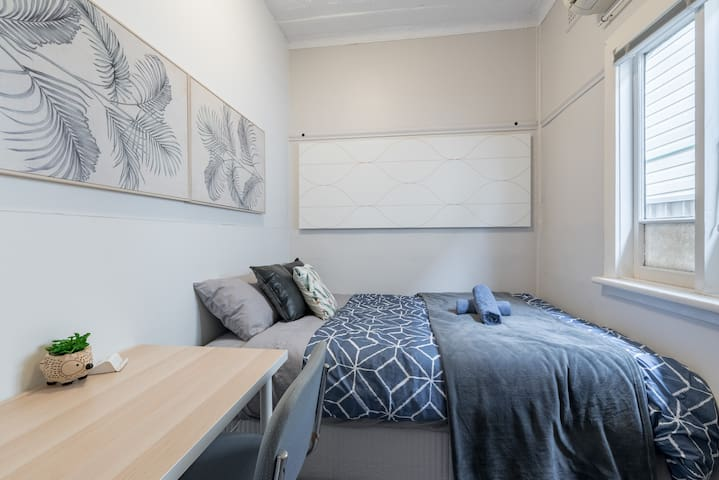 Boutique Private Rm 7 Min Walk to Sydney Domestic Airport 4 - SHAREHOUSE