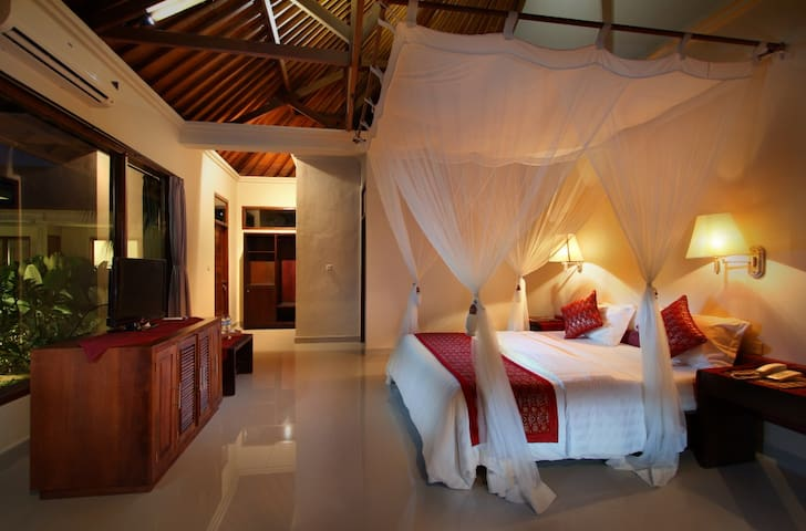 Room Only@ Super Deluxe Putri Ayu Cottages