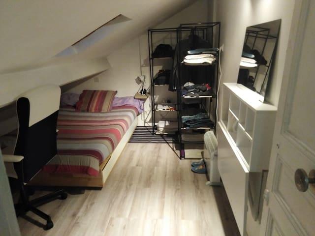Petite chambre près de paris et des transports