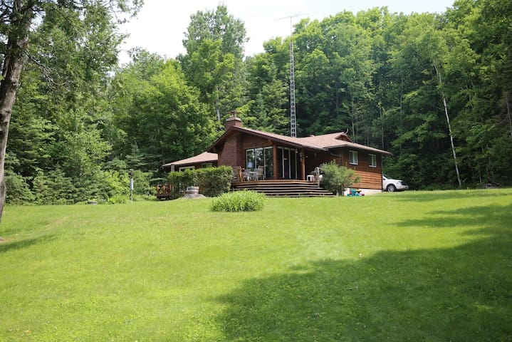 4 Season Cottage on Doe Lake- w/ West Facing Views