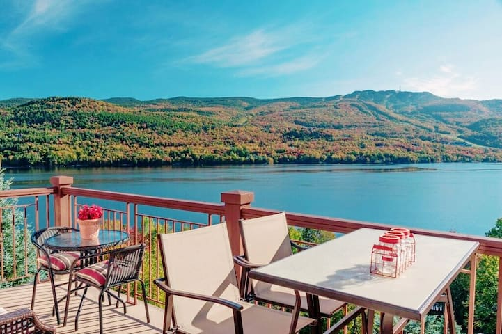 Fiona 2019, the view! From the living room and master bedroom there is a wonderful view across the lake of Mont Tremblant and the village. I got up early each morning just to enjoy a quiet cup of coffee and watch the sunrise; it was spectacular.