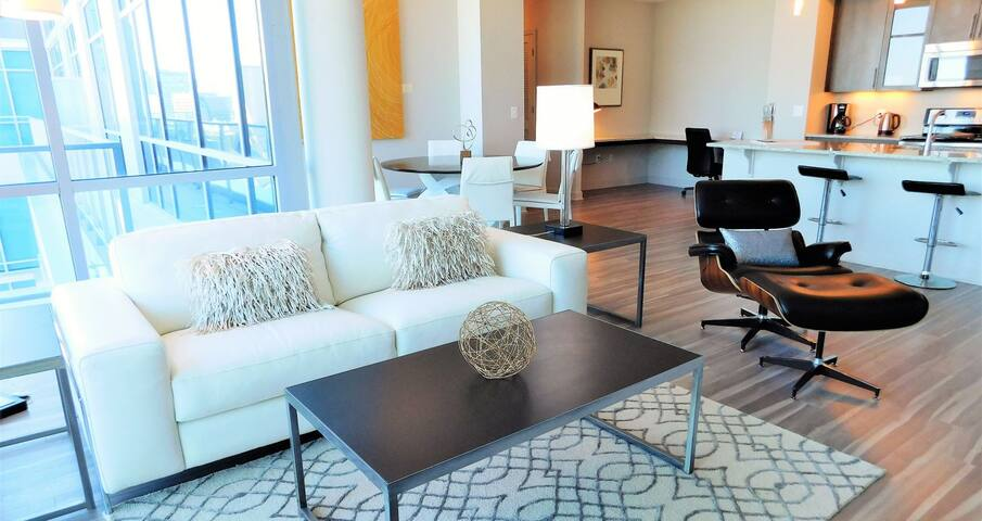 Make yourself at home! Lounge on the white leather sofa or black leather cove chair while watching the Smart TV or reading a book with a mug of Laughing Man coffee.