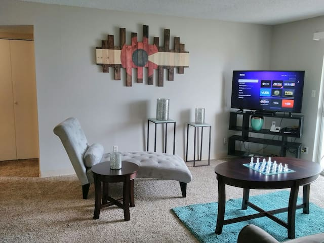 Cozy condo awaits you! - Northglenn - Apartament