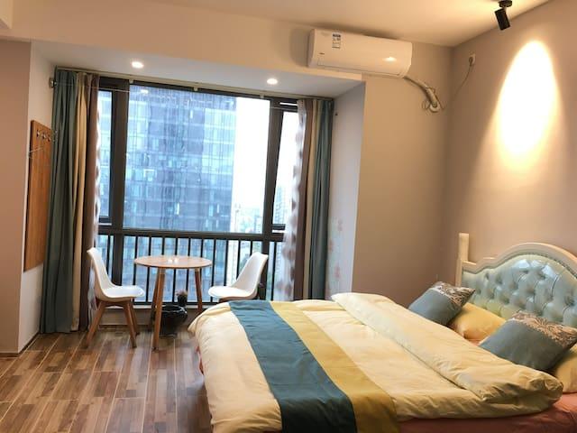万象公寓温馨阳光大床房