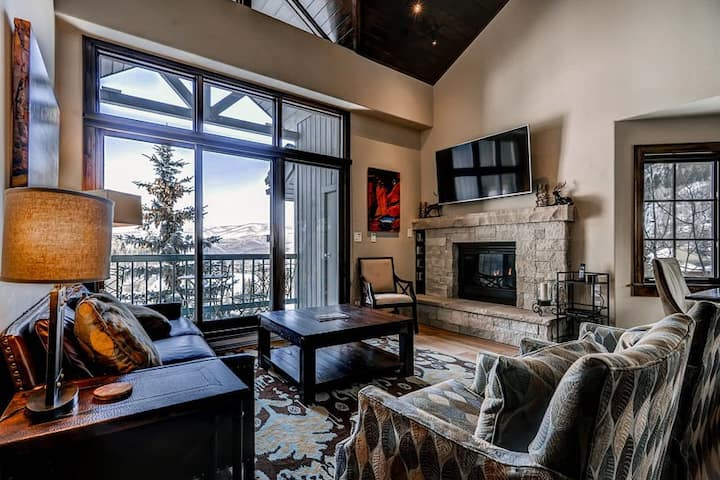 Luxe, ski-in/out condo w/ ski views, fireplace, WiFi, W/D & shared pool/hot tub!
