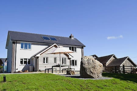 Modern, spacious holiday cottage in Mid Wales - Llanyre