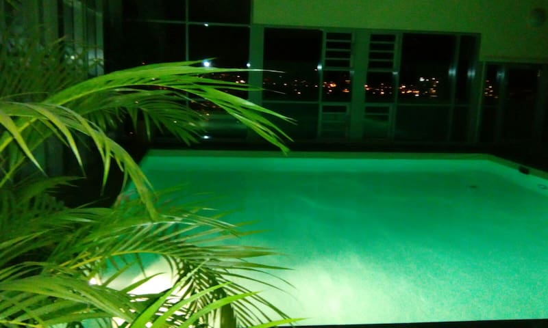 Zimmer mit WiFi, Balkon und Schwimmbad - Freiburg im Breisgau - Apartamento