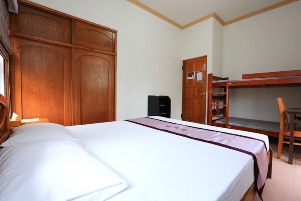團圓房,四人房。Double Bed room  for 4 delighted guests.